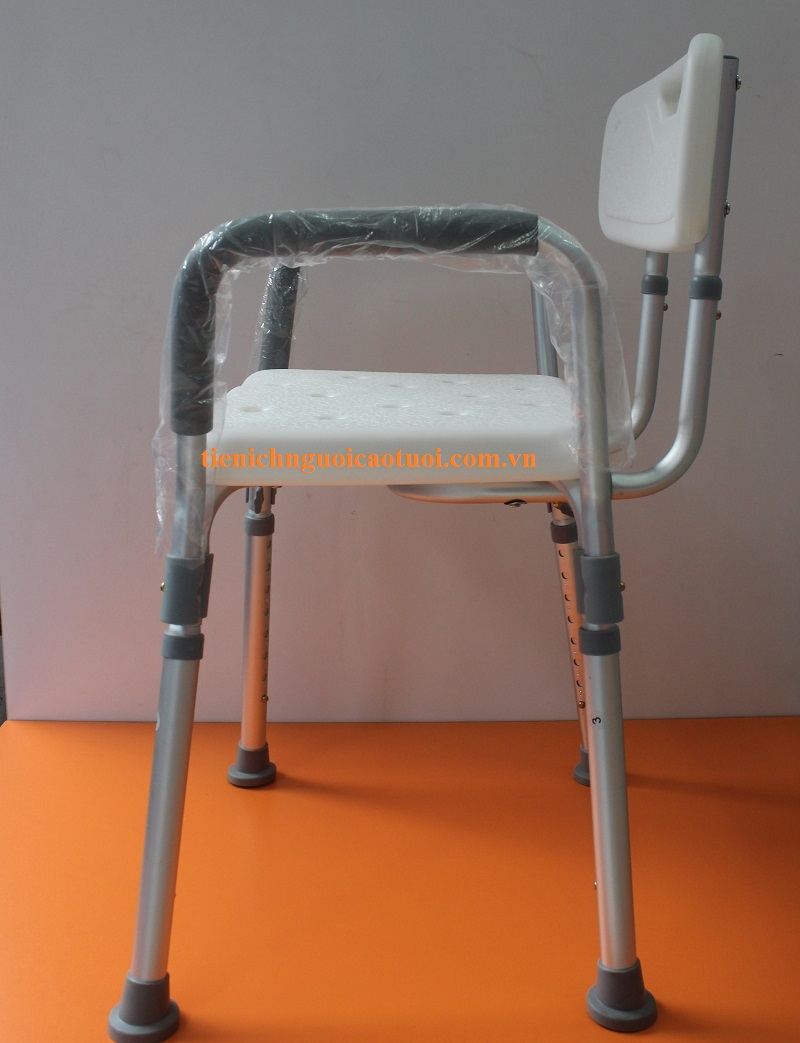 ghế-cho-người-già-tắm-3